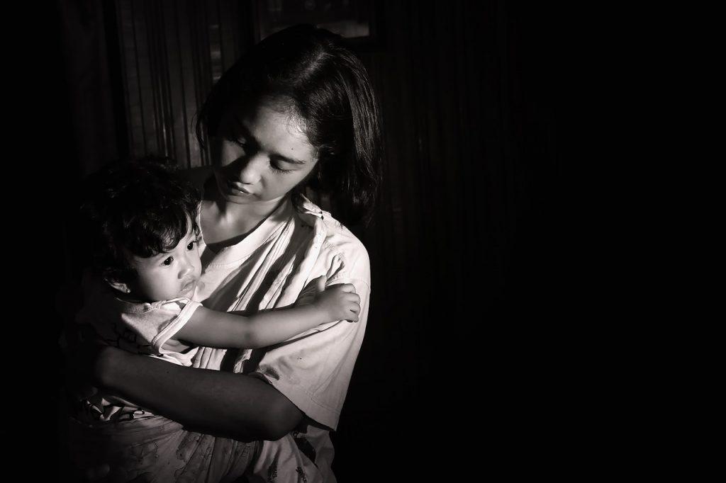 Quanto pesa la crisi di COVID-19 sulle famiglie monogenitoriali?